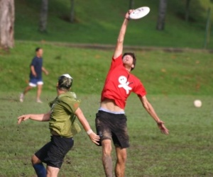 Tony Leonardo catches the disc.
